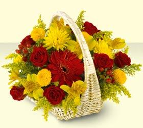 Kars çiçek satışı  sepette mevsim çiçekleri