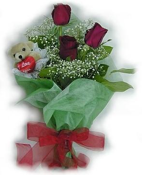3 adet gül ve küçük ayicik buketi  Kars çiçek yolla