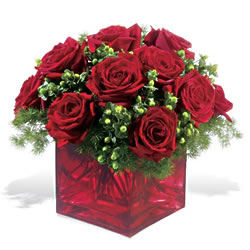 Kars uluslararası çiçek gönderme  9 adet kirmizi gül cam yada mika vazoda