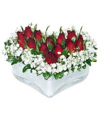 Kars çiçek yolla , çiçek gönder , çiçekçi   mika kalp içerisinde 9 adet kirmizi gül