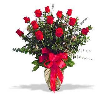 çiçek siparisi 11 adet kirmizi gül cam vazo  Kars çiçek gönderme sitemiz güvenlidir