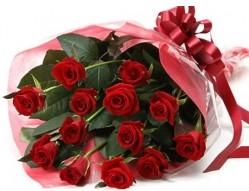 Kars çiçek , çiçekçi , çiçekçilik  10 adet kipkirmizi güllerden buket tanzimi