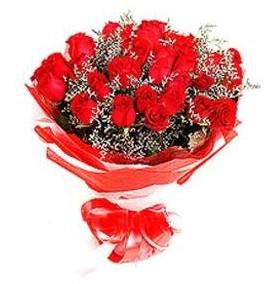 Kars çiçek siparişi sitesi  12 adet kırmızı güllerden görsel buket