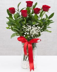 cam vazo içerisinde 5 adet kırmızı gül  Kars çiçek gönderme