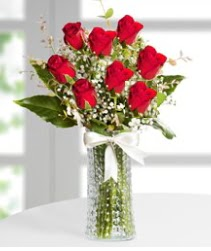 7 Adet vazoda kırmızı gül sevgiliye özel  Kars güvenli kaliteli hızlı çiçek