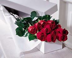 Kars hediye sevgilime hediye çiçek  özel kutuda 12 adet gül