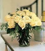 Kars güvenli kaliteli hızlı çiçek  11 adet sari gül mika yada cam vazo tanzim