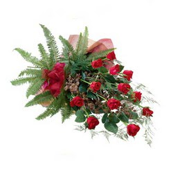 Kars çiçek gönderme sitemiz güvenlidir  10 adet kirmizi gül özel buket çiçek siparisi