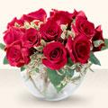 Kars hediye çiçek yolla  mika yada cam içerisinde 10 gül - sevenler için ideal seçim -