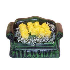 Seramik koltuk 12 sari gül   Kars çiçek servisi , çiçekçi adresleri