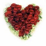 kalp biçiminde 15 gülden   Kars çiçekçiler