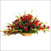 Kars kaliteli taze ve ucuz çiçekler  sepette 51 kirmizi gül