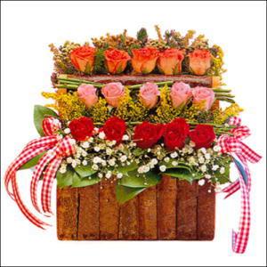 sandikta 3 kat güllerden   Kars çiçek gönderme