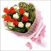 5 kirmizi 5 beyaz güllerden   Kars çiçek gönderme sitemiz güvenlidir