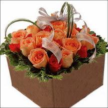 kare sandikta 11 gülllerden   Kars kaliteli taze ve ucuz çiçekler