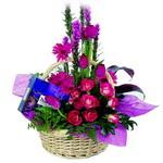 çikolata ve sepette çiçek   Kars cicekciler , cicek siparisi