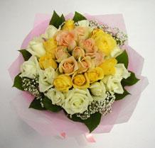 sari ve beyaz gül karisimda   Kars çiçek online çiçek siparişi