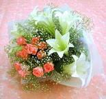 Kars uluslararası çiçek gönderme  lilyum ve 7 adet gül buket