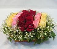 15 adet reprenkli gül sepeti   Kars uluslararası çiçek gönderme