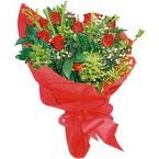 10 adet kirmizi gül buketi  Kars uluslararası çiçek gönderme