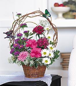 Kars çiçek gönderme  sepet içerisinde karanfil gerbera ve kir çiçekleri