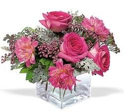 Kars çiçek gönderme  cam içerisinde 5 gül 7 gerbera çiçegi