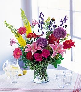 Kars çiçek gönderme  karisik mevsimsel çiçeklerden hos bir vazo tanzimi
