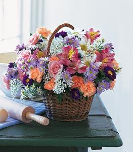 Kars çiçek gönderme  Kocaman bir mevsim demeti sepet içerisinde