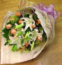 Kars yurtiçi ve yurtdışı çiçek siparişi  11 ADET GÜL VE 1 ADET KAZABLANKA