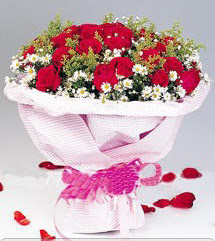 Kars yurtiçi ve yurtdışı çiçek siparişi  12 ADET KIRMIZI GÜL BUKETI