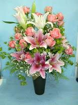 Kars yurtiçi ve yurtdışı çiçek siparişi  cam vazo içerisinde 21 gül 1 kazablanka