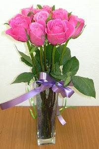 cam vazo içerisinde 11 adet gül  Kars yurtiçi ve yurtdışı çiçek siparişi