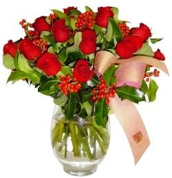 Kars kaliteli taze ve ucuz çiçekler  11 adet kirmizi gül  cam aranjman halinde