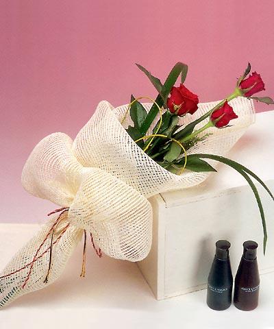 3 adet kalite gül sade ve sik halde bir tanzim  Kars çiçek yolla , çiçek gönder , çiçekçi