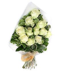 Kars çiçek siparişi vermek  12 li beyaz gül buketi.