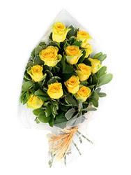 Kars çiçekçiler  12 li sari gül buketi.