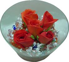 Kars çiçek satışı  5 adet gül ve cam tanzimde çiçekler