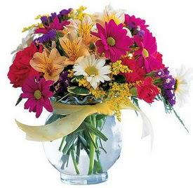 Kars yurtiçi ve yurtdışı çiçek siparişi  cam yada mika içerisinde karisik mevsim çiçekleri