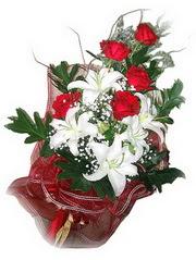 Kars internetten çiçek satışı  5 adet kirmizi gül 1 adet kazablanka çiçegi buketi