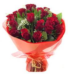 Kars çiçek , çiçekçi , çiçekçilik  11 adet kimizi gülün ihtisami buket modeli