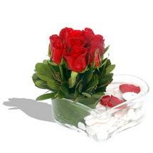 Mika kalp içerisinde 9 adet kirmizi gül  Kars çiçekçi mağazası