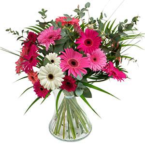 15 adet gerbera ve vazo çiçek tanzimi  Kars çiçek gönderme sitemiz güvenlidir