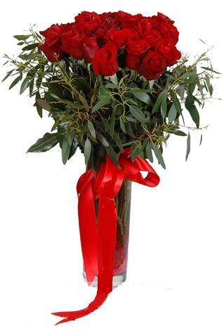 15 adet kirmizi gül cam vazo içerisinde  Kars yurtiçi ve yurtdışı çiçek siparişi