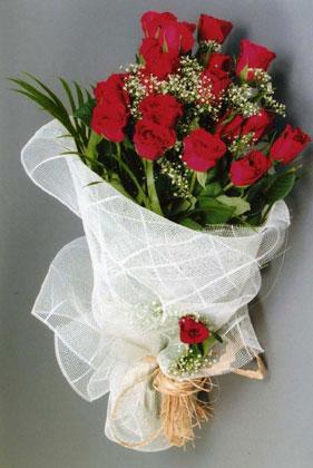 10 adet kirmizi güllerden buket çiçegi  Kars internetten çiçek siparişi