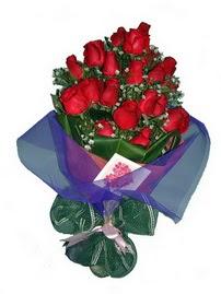12 adet kirmizi gül buketi  Kars çiçek gönderme sitemiz güvenlidir