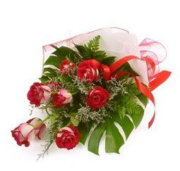 Çiçek gönder 9 adet kirmizi gül buketi  Kars İnternetten çiçek siparişi