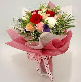 Karisik renklerde 11 adet gül buketi  Kars 14 şubat sevgililer günü çiçek