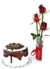 Kars İnternetten çiçek siparişi  vazoda 3 adet kirmizi gül ve yaspasta