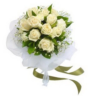Kars çiçek siparişi vermek  11 adet benbeyaz güllerden buket