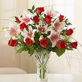 Kars çiçek siparişi sitesi  12 adet kırmızı gül 1 dal kazablanka çiçeği